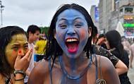 Khách Du Lịch Hào Hứng Tham Gia Lễ Hội Bùn Ở Hàn Quốc