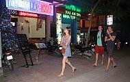 Phố Tây Ba Lô Ở Nha Trang