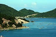 Vịnh Cam Ranh: lung linh trong nắng sớm mai