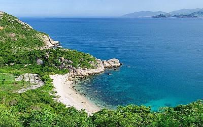 Ghé thăm bãi Bồ Đề trên đảo tôm hùm