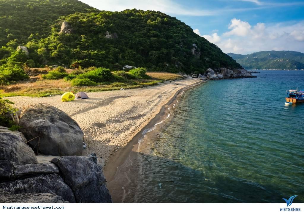Khám Phá Vẻ Đẹp Hút Hồn Du Khách Ở Đảo Hòn Lớn